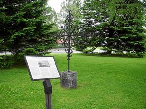 Platsen där den gamla Själevads kyrka låg markeras med en informationstavla.Foto: Nils-Åke Eklund.