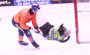 Christoffer Fagerström plockade snyggt upp jätteutkastet från nye målvakten Pertti Virtanen och rundade Henrik Rehnvall för att lägga in kvitteringen sekunderna före paus.