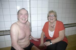 Reidar Kjelvik har varit en trogen badgäst i alla år som Marianne har varit badvakt i Gäddede.