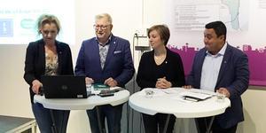 Boel Godner (S), Tage Gripenstam (C), Hanna Klingborg (MP) och David Winerdal (KD) har regerat tillsammans i ett år. Här presenterar de sin andra gemensamma budget.