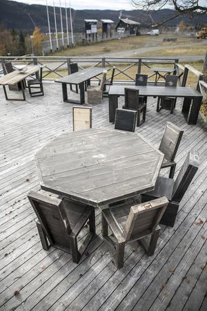 Står möblerna ute året runt kanske de behöver målas om efter cirka fem år.