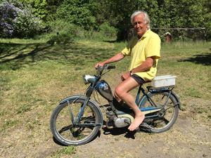 Anders Michanek med en motorcykel från 1956. – Fungerar utmärkt, säger han.