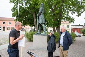 Danska paret Inger och Hans-Henrik Østergaard besökte Arboga för den historiska kopplingen. Här tillsammans med turismutvecklare Ulf Johansson och Engelbrekt.