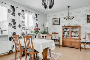 Foto: Johan Blomquist/ Bostadsfotograferna. Interiör från huset på Sörbyallén 38.