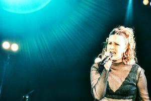 Nathalie Halvarsson avslutade hela Talangjakten med en tolkning av Tina Turners klassiker Proud Mary.