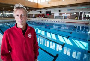 Mer vattenyta behövs för att Falu simsällskap ska kunna utöka sin verksamhet och lära fler barn att simma, menar Tomas Viker, klubbchef.