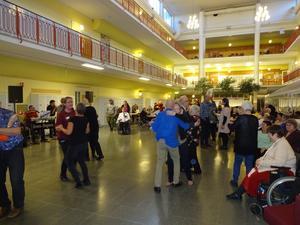 I Minnenas Dans kan alla vara med. 182 personer hade löst inträde för att få fröjda en hel eftermiddag på Nolaskolan