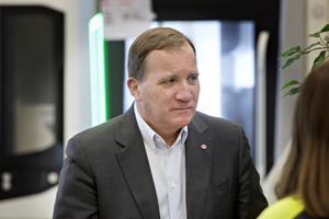 Statsministern Stefan Löfvén (S) lovar att det kommer mer pengar till kommunerna och regionerna, vilket Örnsköldsviks kommunalråd Per Nylén (S) hänvisar till.