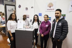 Shewit Muligeta, Samira Osman Ali, Asma Annajjar, Zahra Saleh, Morteza Mordai och Foosey Abdulgagir från Vasaskolan har fokus på integration med sitt företag Including UF.