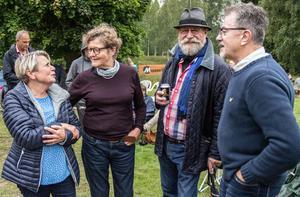 """""""Vi är här varje år på visfestivalen, och här finns världens bästa gofika under hela sommaren"""" säger Kicki Wallberg Olsson, Inger Kjellander, Bumbus Lundberg och Bengt """"Fingal"""" Olsson. De har stugor i Hyn."""