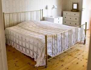 Sängstomme i mässing från 1900-talet. Foto: Bukowskis