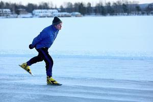 Piet Warmerdam tog premiärturen på Runns is.