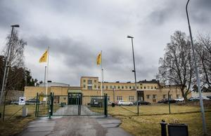 Myndigheten administrerar och driver tvångsvård av ungdomar med allvarliga psykosociala problem och vuxna missbrukare i Sverige.