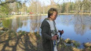 Eva Malm bor alldeles intill sjön och hon är där i stort sett varje dag och tittar till hur det ser ut.