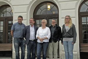 Rödblått styre i Köping: Andreas Trygg (V), Roger Eklund (S), Elizabeth Salomonsson (S), Ola Saaw (M) och Ann-Marie Düring (L).