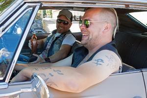 Tobias Sjöstedt och Henrik Karlsson kör runt i Tobias Chevrolet Caprice från 67.  Mellan de två vännerna brukar Tobias fyråriga son få sitta, men under helgens Summer Meet är han inte med.