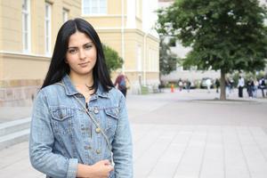 Midia Maloudpoor går tredje året på Rudbeckianska gymnasiet i Västerås. Nu hotas hon av utvisning till Iran för tredje gången.