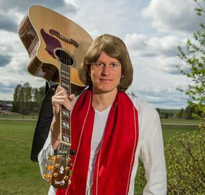 Johan Eriksson underhåller i samband med Skidspelen.Foto: Anders Ärkgerds
