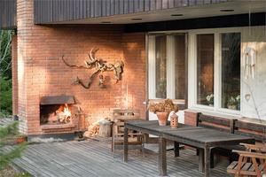 Öppen spis ute på altanen. Foto: Fastighetsbyrån