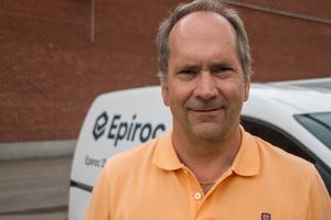 Lars-Åke Stefansson, personalchef på Epiroc, berättar att det är relativt många som söker jobb hos dem, men alltför få har rätt utbildning för att klara av de alltmer utmanande jobb som finns inom industrin.