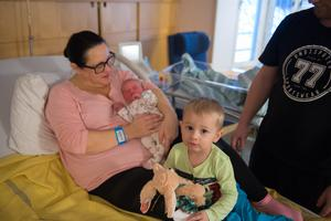 Tvåårige Mateusz blev inatt storebror, han har sedan tidigare tre äldre syskon.
