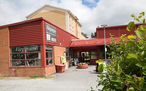 Huset där företaget Färgnyans finns, och där en Icabutik låg tidigare, planeras att rivas.