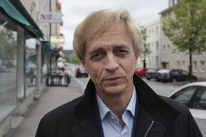 Ludvikahems vd Ulf Rosenqvist säger att intäkter från försäljningar ska användas för underhåll och nybyggen. Han vill inte kommentera om bolaget fått konkreta bud på fastigheterna.