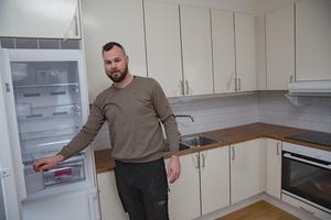Arbetsledaren Tobias Dahlin vid NJ Bygg berättar att arbetet i stort sett flutit på enligt plan. 1 februari kan hyresgästerna börja flytta in.