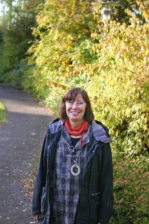 Ewa Ljungdahl har gett ut ett flertal böcker och häften om samer och samisk historia. Till Tulleråsen och Klintaberg har hon med sig häftet