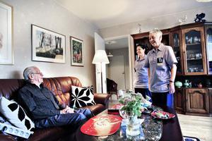 Wilgot Holm, Maria Penate och Monika Nordling trivs ihop. De tittar till honom varje dag, tvättar och  städar. Han och nästan en fjärdedel av de som har hemtjänst behöver bara lite hjälp, som mest sex  timmar i månaden.