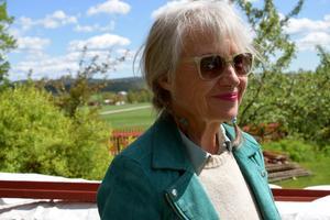 Karin Broos föddes trettioett år efter Carl Larssons död, nu möts de i en stor utställning.