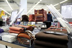 I butiken kan man köpa både tyg, garn och diverse tillbehör.
