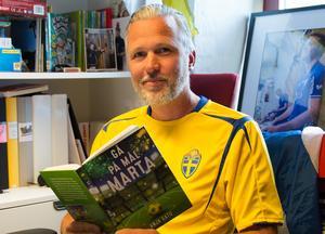 Tomas Rex är själv en läsande fotbollsspelare och fotbollsdiggare. Han tycker att många fler borde vara det.