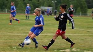 Anneli Bodén och övriga H/V-spelare orkade sätta rejäl press på Järpen i andra halvlek.