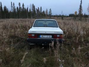 Här ute på hygget hittade en jägare i Teds bil.