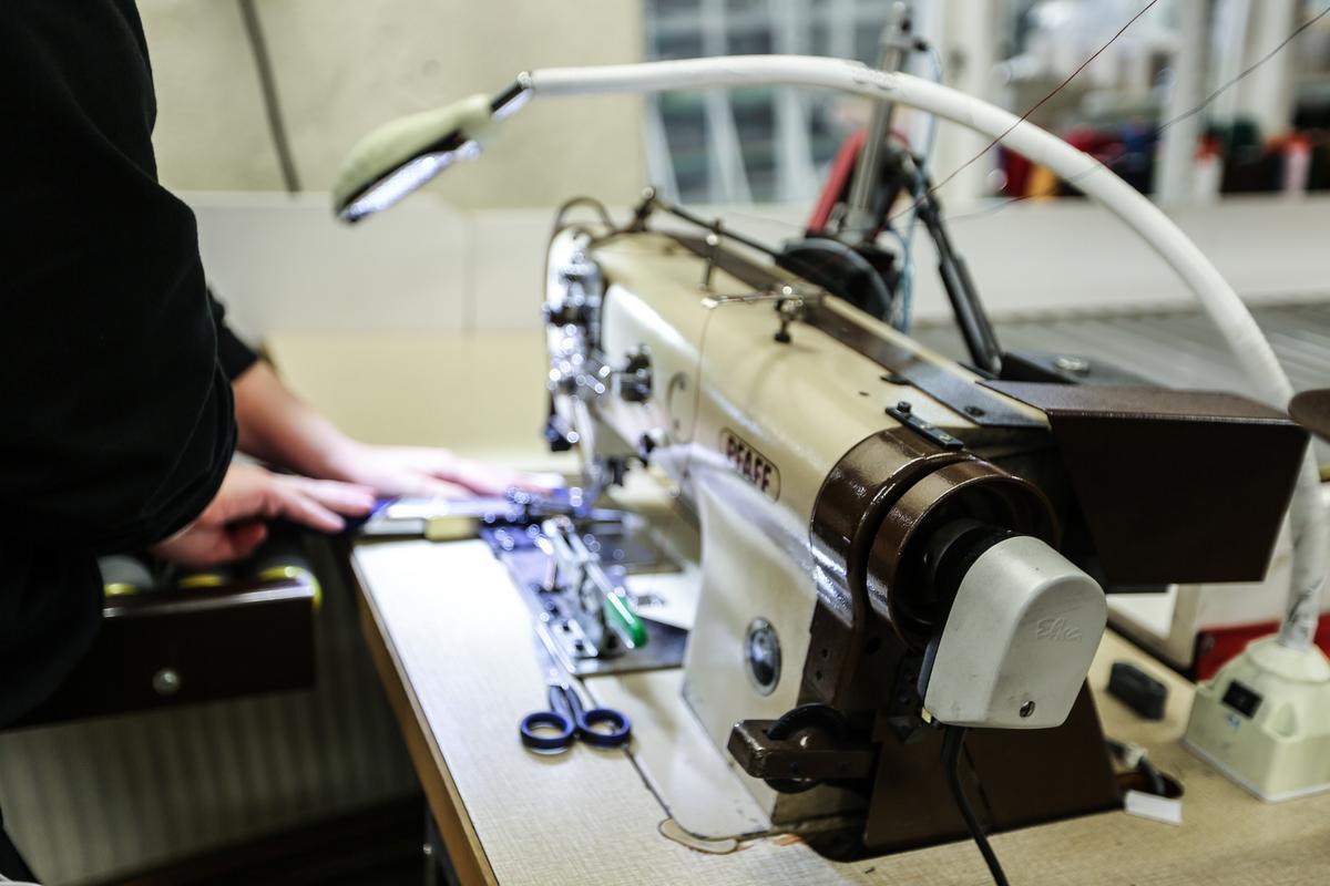 Markiserna produceras i den egna lokalen i Borlänge.