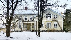 Foto: Anders Ekholm, Skogs- och villamäklaren. Den före detta kursgården i Ramsberg lockade 12 095 att ta en närmare titt. Det gjorde huset till det sjätte mest klickade i landet.
