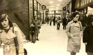 Inne i Punktgallerian 1975.