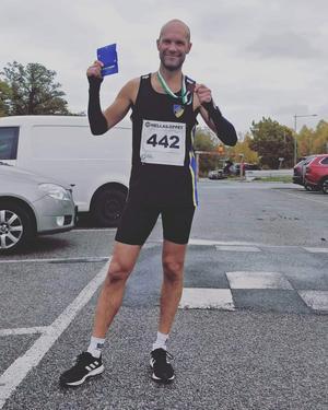 Tobias Lidving sprang det kuperade Hellasloppet på 38,01 minuter. Foto: Privat