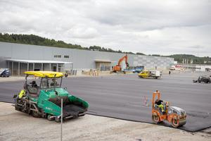 Det nya handelsområdet med cirka 13 000 kvadratmeter butiksyta, börjar ta form.
