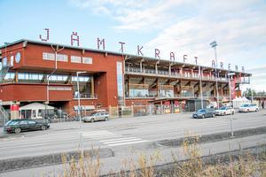 ÖFK har haft problem att betala för hyror och läktarutbyggnaden för några år sedan. Nu ger kommunen klubben chansen med en ny avbetalningsplan.