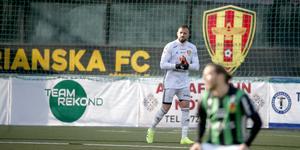 Dejan Garaca räddade flera klara målchanser för Syrianska, men tvingades ändå släppa in fem mål.