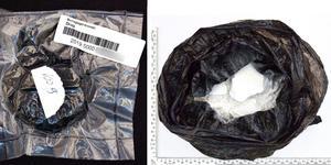 100 gram kokain. Slängdes bort av en 16-åring som åtalats för grovt narkotikabrott. Bild från förundersökningsprotokollet.