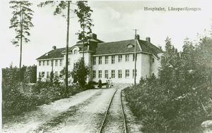 1912 invigdes Fasta paviljongen. Järnvägsspåret dit försvann dock efter bara något år, berättar Lars Andersson Schaar som är intendent på Mentalvårdsmuseet.Bild: Mentalvårdsmuseet
