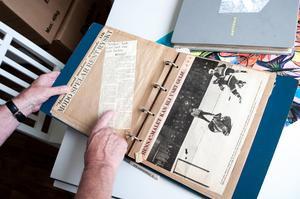 Lindgren har flera fotoböcker med minnen från sin ishockeykarriär.