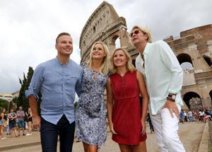 Magnus Carlsson, Sofia Källgren, Elisa Lindström och Tommy Nilsson laddar upp inför Christmas Night i Rom. Törs vi tro att de är