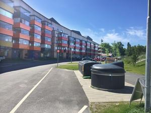 När VLT besökte platsen som pekats ut i Facebookinlägget så såg det ut så här. Välstädat och tyst. Platsen där containern stod 2017 är mitt i bilden.
