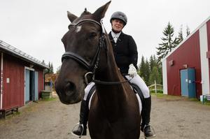 Anneli Lennartsson, Bruksvallarna, är nöjd med  rundan hon och hennes häst nyss genomfört,  men lite besviken på poängresultatet.