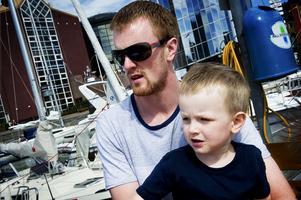 Henrik med äldsta sonen Valter, här 3 år gammal.
