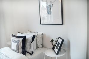 En vägg i ett av sovrummen har annorlunda vinkel.